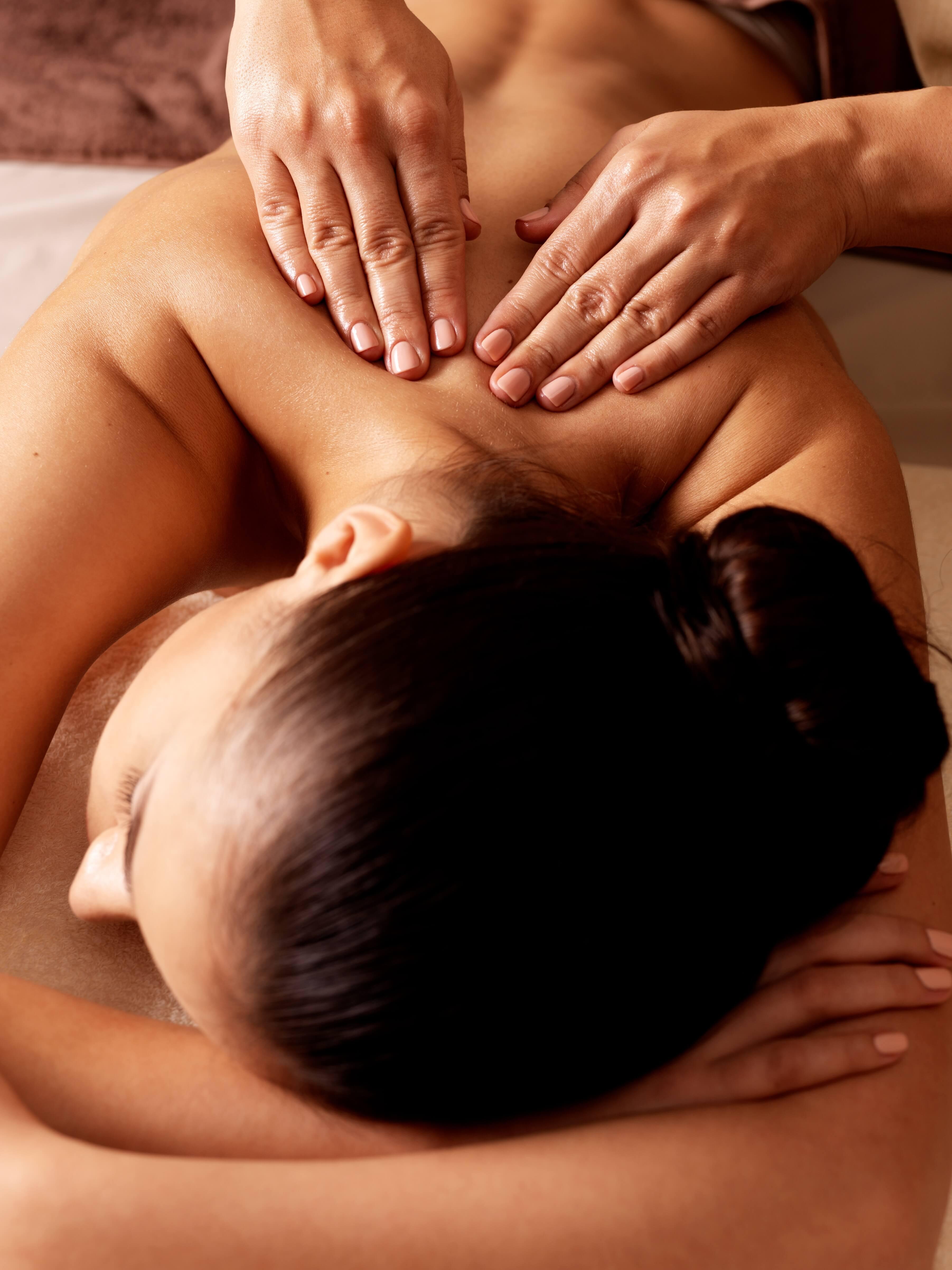 каком возрасте ролик как делают массаж девушки друг другу если душа тело